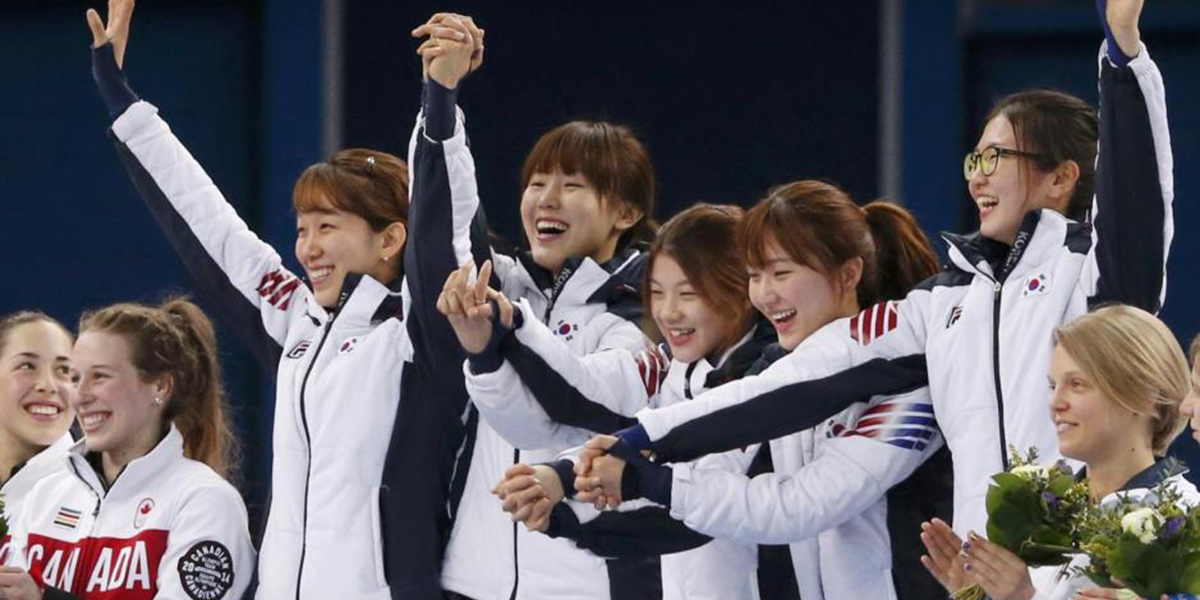 Women's Short-track Team Wins 3000m Relay