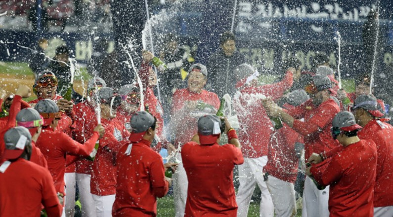 Kia Tigers win the 2017 Baseball Championship