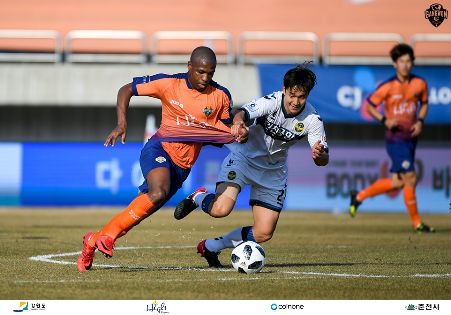 Gangwon FC against Incheon United in league's second half