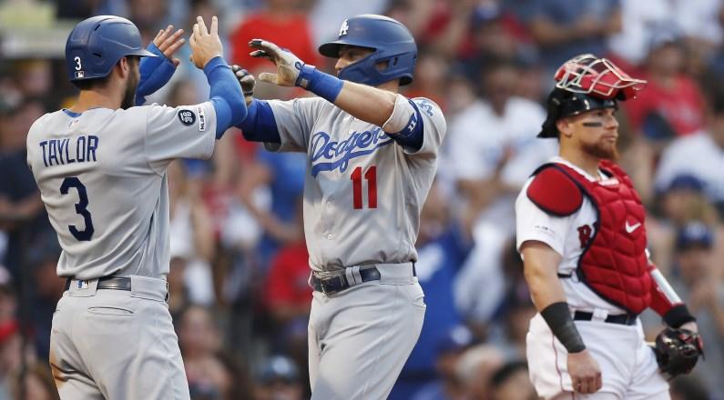 다저스, 12 이닝 동안 레드 삭스를 물리 쳤다.