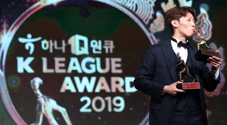 Kim Bo-kyung Wins the K-League MVP Award