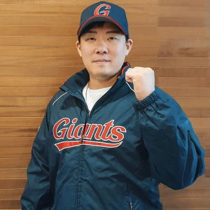 An Chi-hong signs with the Lotte Giants