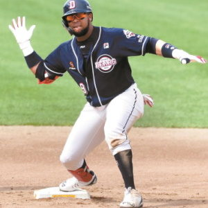 Fernandez is Hitting Consistently for the Doosan Bears and is leading the League