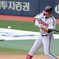 Mexican Roberto Ramos Re-Signs with LG Twins