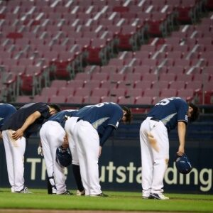 KBO Suspends the Baseball Season because of New COVID-19 Cases